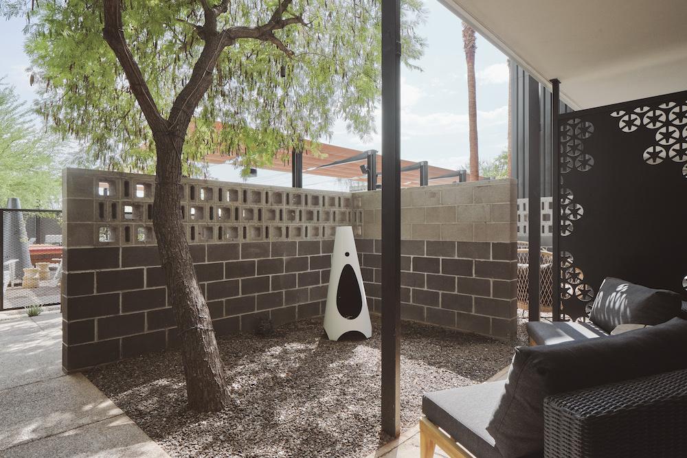 4.RR-Elemental Architecture - Arrive Hotel Phoenix patio room