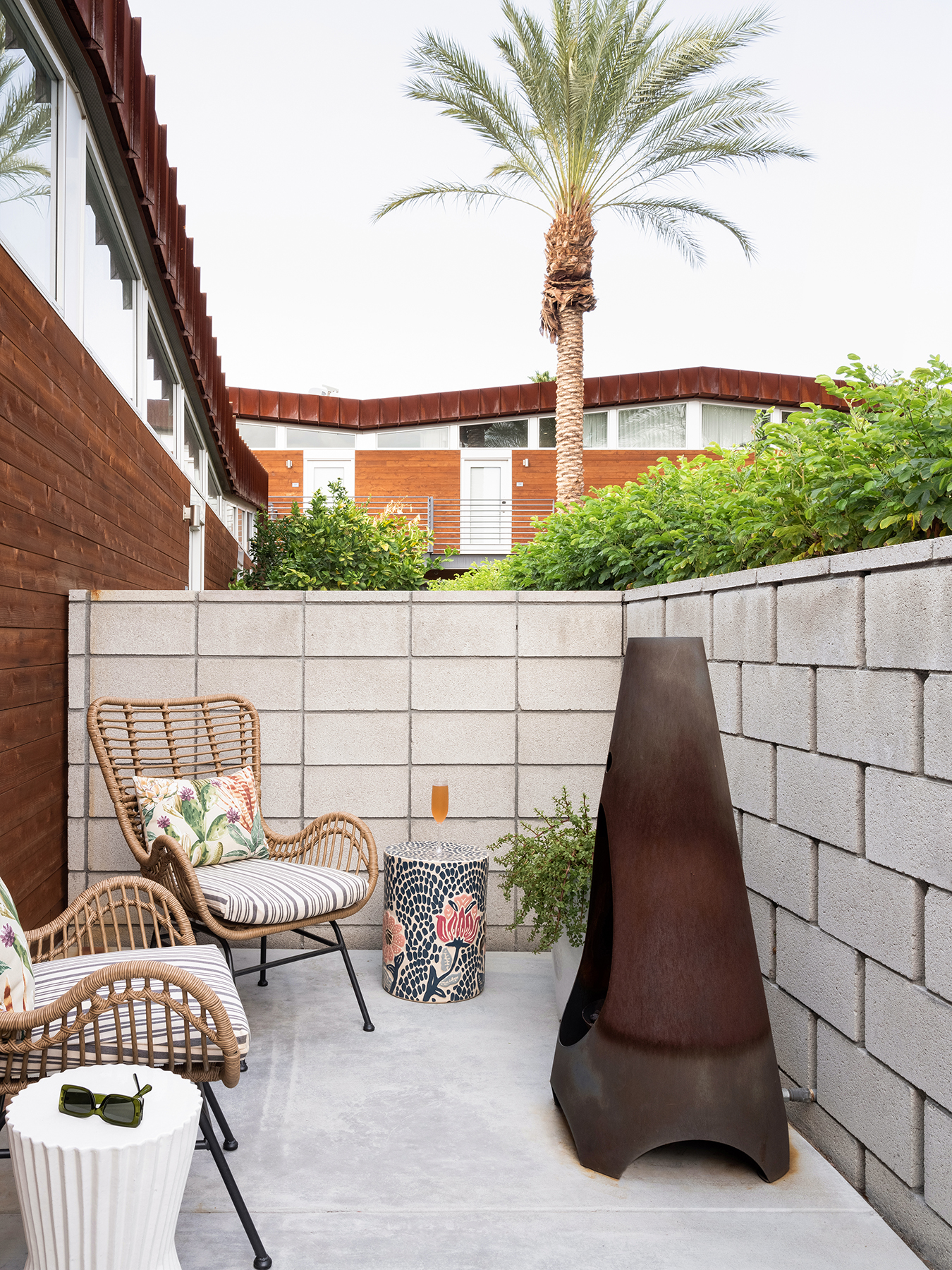 ARRIVE Palm Springs patio with firepit